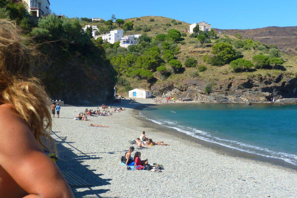 Der Strand am Reaggefestival direkt hinter der spanischen Grenze