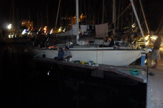 Crepes auf dem Steg. Und das Boot Bilbo dass uns bis auf die Kap Verden gebracht hat.
